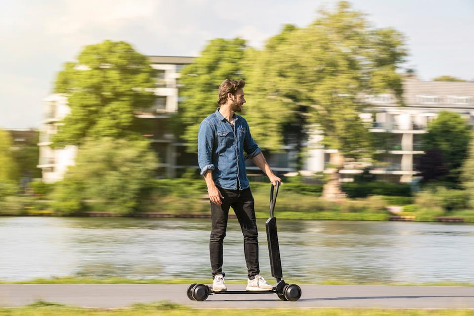 Audi e-tron Scooter is a practical transport concept designed for sporty urban riders © Audi