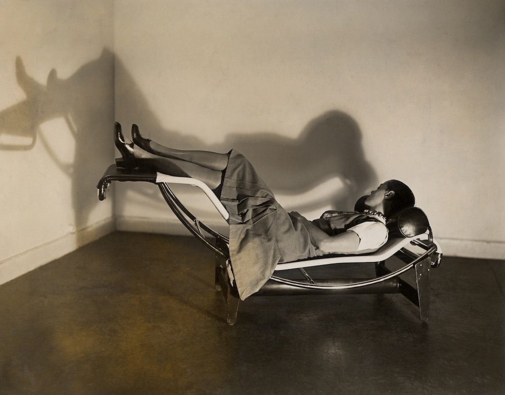 Perriand on the chaise longue basculante B306, 1929